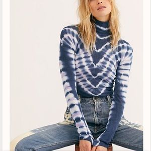 NWT-FP Psychedelic Mock/Turtleneck Top (Navy ) M